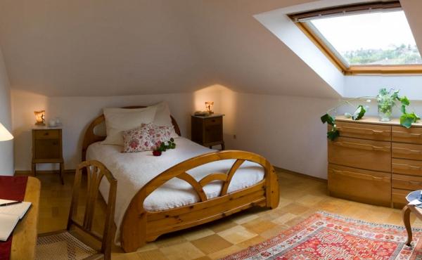 Stadtvilla Neustadt - Schlafzimmer 3, 1 Bett, 1,50 mal 2 m