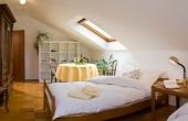 Stadtvilla Neustadt - Schlafzimmer 2, 2 Einzelbetten 1 mal 2 m mit TV