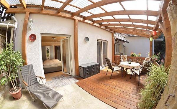 Überdachte Terrasse - Ferienwohnung Haus Vroni, Weindorf Königsbach, Neustadt / Weinstr. (Pfalz)