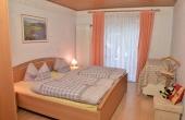 Schlafzimmer 1 - Ferienwohnung Haus Vroni, Weindorf Königsbach, Neustadt / Weinstr. (Pfalz)