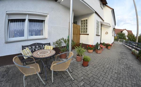 Eingangsbereich zur Ferienwohnung Haus am Weinberg der Familie Oppermann, Mußbach -Neustadt an der Weinstraße