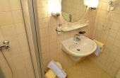 Bad mit Dusche / WC und Föhn - Gästezimmer 2, Gästehaus Ehmer an der Weinstraßenmitte, Weindorf Diedesfeld, Neustadt an der Weinstraße (Pfalz)