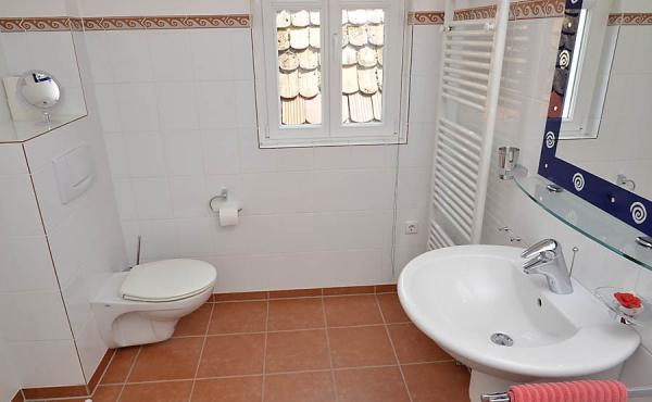 Hübsches Bad mit Dusche / WC, Fewo Kirchbergblick - Haus am Schlossberg, Neustadt / Weinstr., Weindorf Hambach