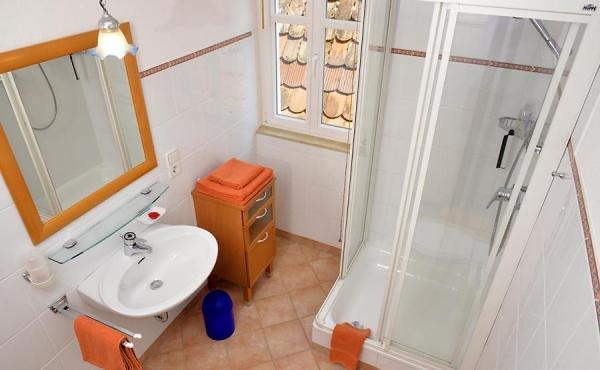 Schönes Bad mit Dusche / WC, Fewo Schlossbergblick - Haus am Schlossberg, Neustadt / Weinstr., Weindorf Hambach