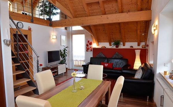 moderner, offener Wohn-/Essbereich - Haus Stachel, Apartment Dorsa, Neustadt / Weinstr., Weindorf Hambach