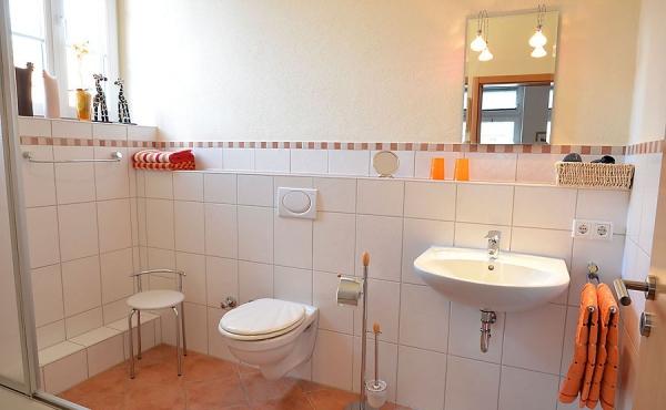 Modernes Tageslicht-Bad mit Dusche/WC - Appartment Vino, Ferienwohnungen Stachel