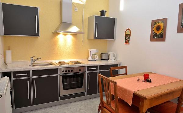 voll ausgestattete Küche mit Essbereich - Appartment Rubin, Ferienwohnungen Stachel