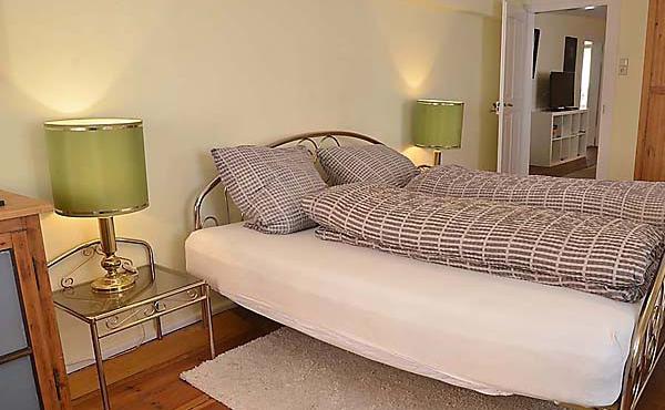 Schlafzimmer 2 - Ferienwohnung Hof Albert, Weindorf Hambach, Neustadt / Weinstr. (Pfalz)