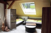 Schlafbereich mit zwei Einzelbetten, Ferienwohnung Mandelblüte - Urlaubsdomizil Haardter Sonne, Neustadt / Weinstr. (Pfalz)