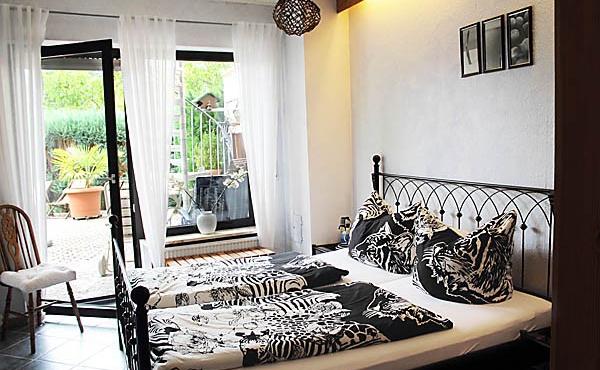 Schlafzimmer, Ferienwohnung Weinberg - Urlaubsdomizil Haardter Sonne, Neustadt / Weinstr. (Pfalz)
