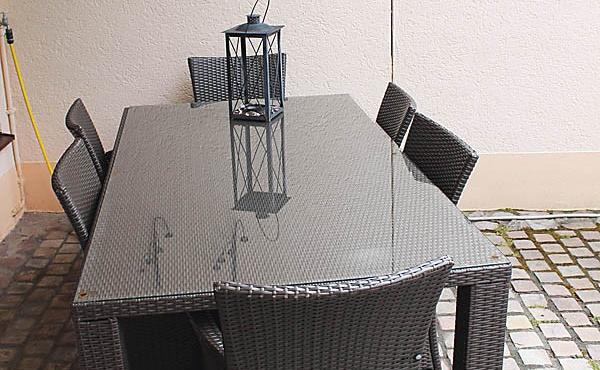große Terrasse mit Tisch und Stühlen, Ferienwohnung Weinberg - Urlaubsdomizil Haardter Sonne, Neustadt / Weinstr. (Pfalz)