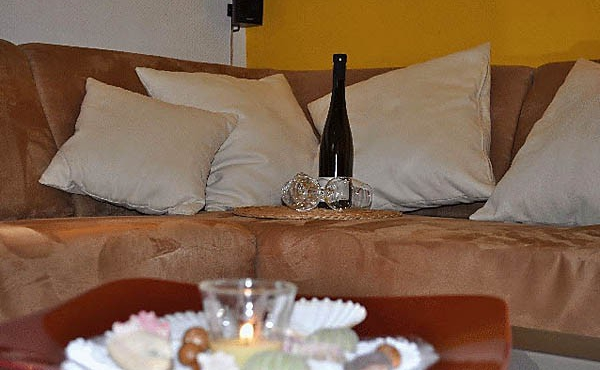 Wohnzimmer-Couch - Ferienwohnung / Ferienhaus Latour, Neustadt / Weinstr. (Pfalz)