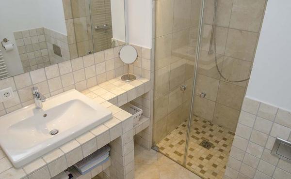 Klein, aber fein - das Bad mit Dusche und WC - Ferienwohnung Biengarten, Weingut Thomas Steigelmann, Gimmeldingen (Pfalz), Neustadt / Weinstr.