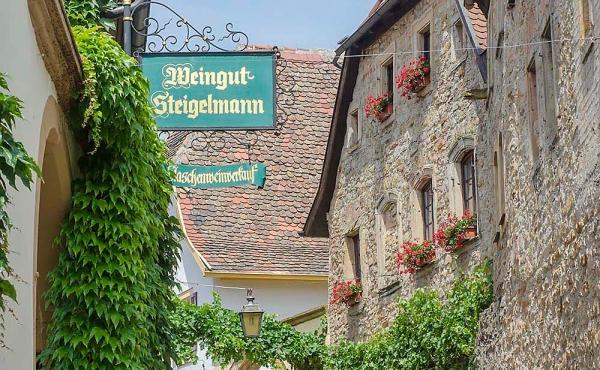 Das Gästehaus Meerspinne ist nur wenige Schritte vom Weingut Thomas Steigelmann entfernt.