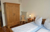 Schlafzimmer im unteren Geschoss - Ferienwohnung Meerspinne, Weingut Thomas Steigelmann, Gimmeldingen (Pfalz), Neustadt / Weinstr.
