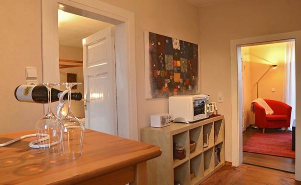 Blick von Küche / Essbereich Richtung Wohn- und Schlafzimmer, Fewo Kastanienbusch - Haus Mandelblüte