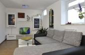 Großzügiger Wohnbereich mit gemütlicher Couch - Apartment Palatia, Hof Rebenblüte, Weindorf Gimmeldingen, Neustadt / Weinstr. (Pfalz)