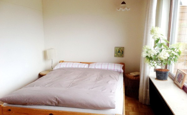 Schlafzimmer II mit Kingsize-Doppelbett (1.40 m) und Zugang zur Südterrasse. - Fewo Penthous im Grünen, Gimmeldingen / Königsbach, Neustadt / Weinstr. (Pfalz)