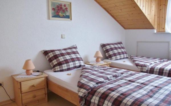 Gästehaus König - Schlafzimmer Fewo 2